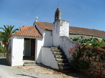 Petite chapelle dans un village
