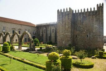 Les jaedins de Santa Barbara et l'ancien palais episcopal