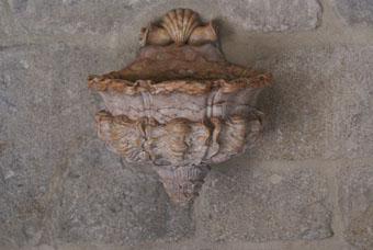 Bénitier dans la cathédrale