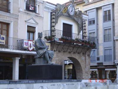 La statue d'Alphonse le Sage