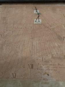 Cadran solaire rue de la juiverie de dimension respectable: 3.30 sur 4.50 m