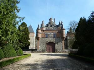 Victor Hugo décrit le château comme un tohu-bohu de tourelles,de girouettes, de pignons, de lucarnes et de cheminées.