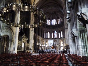 Nef et chœur de la basilique Saint Remi