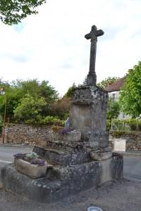 Curieuse croix à Cuzion
