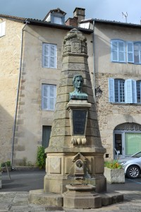 Monument dédié à Gay Lussac natif de la ville
