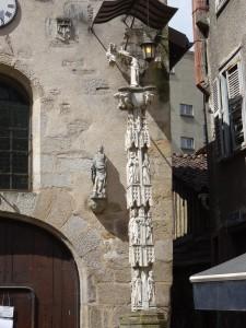 Détail du calvaire devant la chapelle