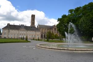 Le palais épiscopal et la cathédrale en arrière plan